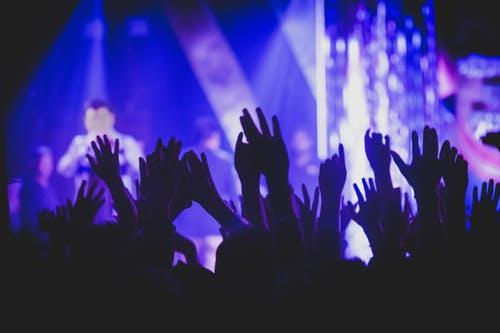 blue crowd